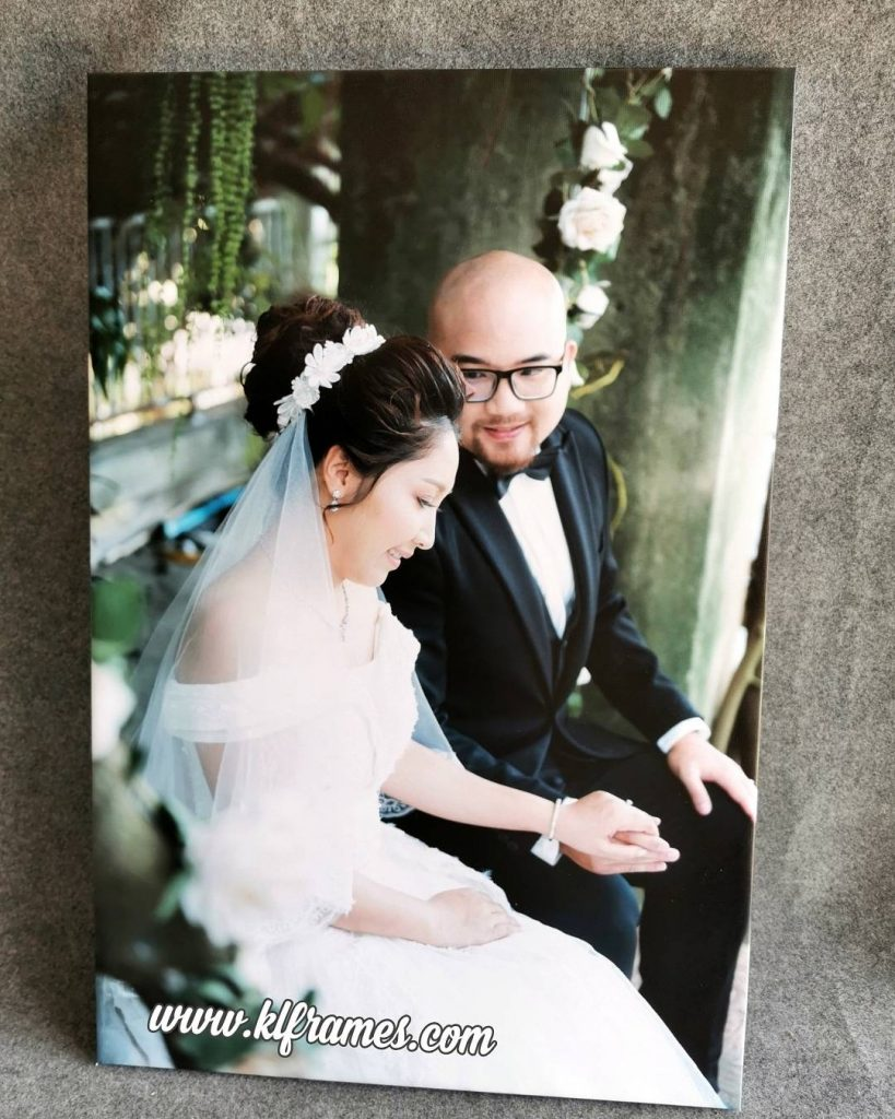 กรอบลอยผ้าแคนวาส 20*30 นิ้วภาพแต่งงาน